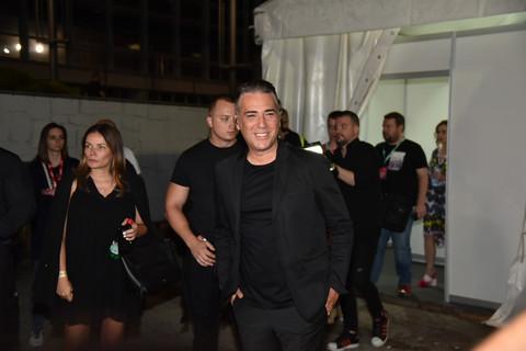 A GDE JE JOVANA? Željko Joksimović u društvu ove dame došao na festival, pa publiku bacio u trans! VIDEO
