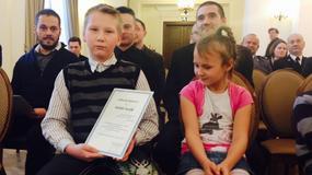 Kłodzko: Dziesięciolatek uratował rodzinę. Dostał nagrodę od wojewody
