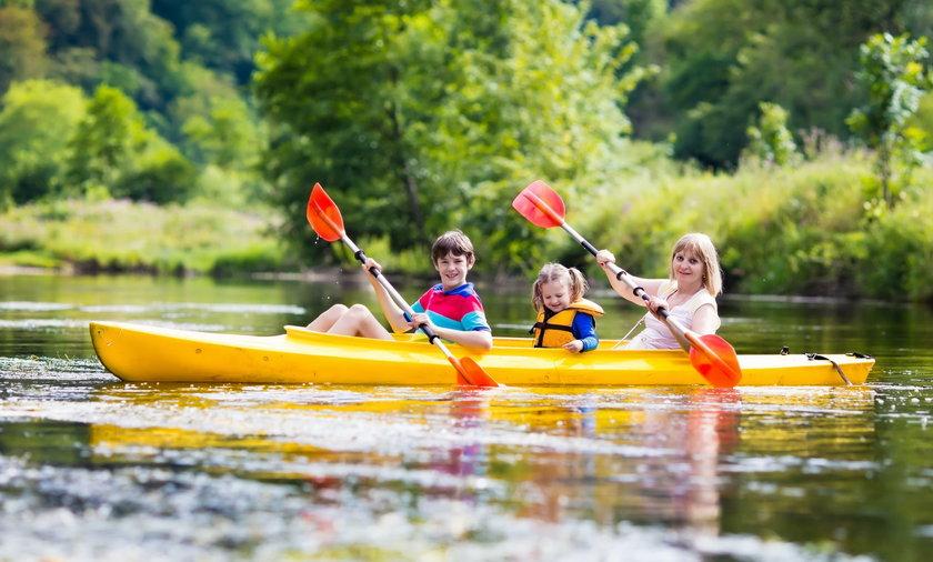 Spływ kajakowy to świetna zabawa dla całej rodziny