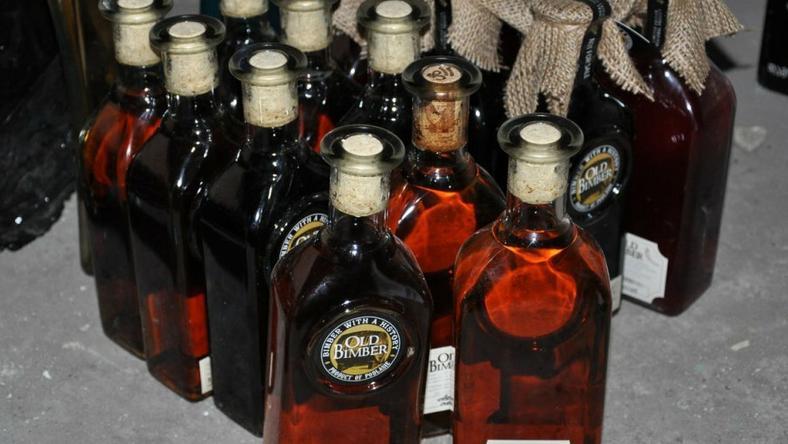 Old Bimber – taki trunek produkowany był w nielegalnej wytwórni