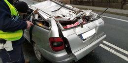 Auto dachowało w rowie. Podróżowało nim 5 młodych osób