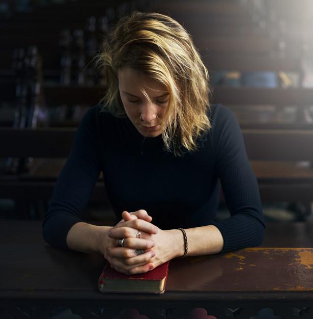 69,6 proc. Polaków powyżej 16. roku życia deklaruje się jako wierzący, a 10,5 proc. jako głęboko wierzący.