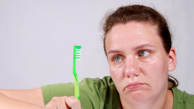 800 tys. Polaków przyznaje, że nie ma własnej szczoteczki do zębów
