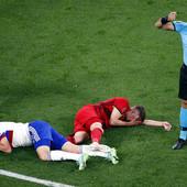 """Fudbaler Belgije šest sati bio na operacionom stolu, KARIJERU SU MU SPASILA TRI CENTIMETRA! Sreća u nesreći je da je za njega gotov """"samo"""" EURO 2020! /FOTO/"""