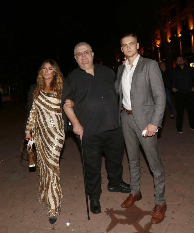 Ena Popov sa Nenadom Čankom i muževljevim bratom na izboru za Mis Srbije