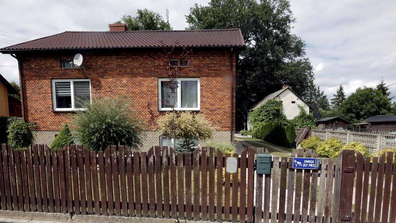 Dom w miejscowości Borowce (pow. częstochowski), w którym w nocy z piątku na sobotę doszło do zabójstwa trzyosobowej rodziny,