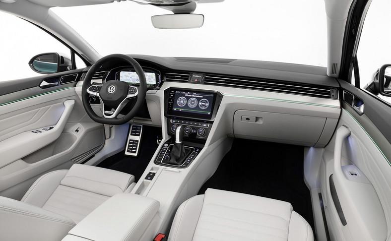 """Z Passatem będzie można komunikować się naturalnym głosem – wystarczy powiedzieć """"Hello Volkswagen"""" i wydać polecenie dotyczące sterowania radiem, nawigacją czy temperaturą"""