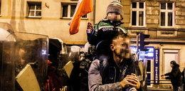 Szokujące zachowanie ojca w czasie marszu. Użył dziecka jak żywej tarczy
