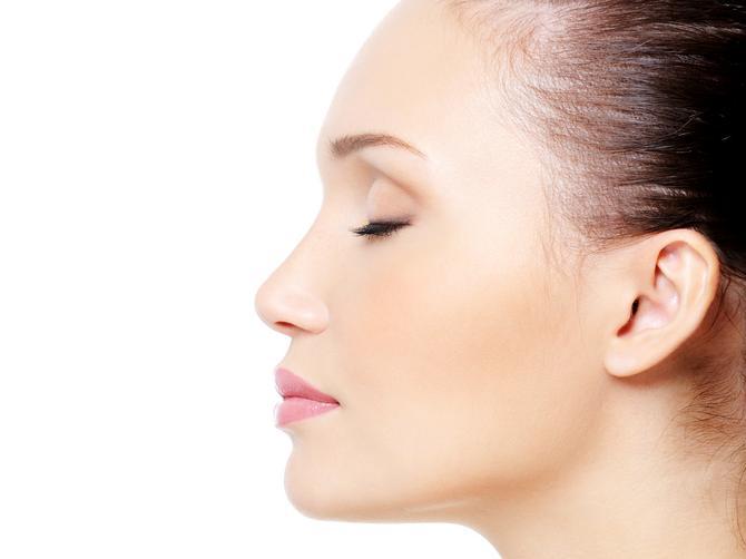 Gledate se svakog dana: Da li ste znali da bubuljica na nosu može da bude znak OVOG zdravstvenog problema?