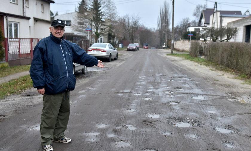 Czterdzieści lat walczą o remont dróg na osiedlu Rogi