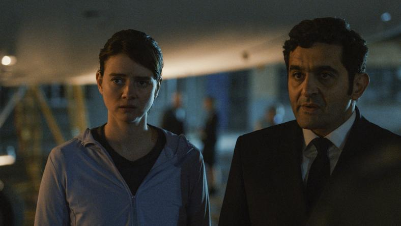 Laurent Capelluto i Pauline Étienne w serialu
