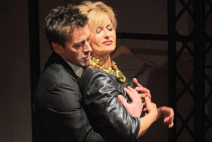 Kasprzyk kipi seksem na scenie