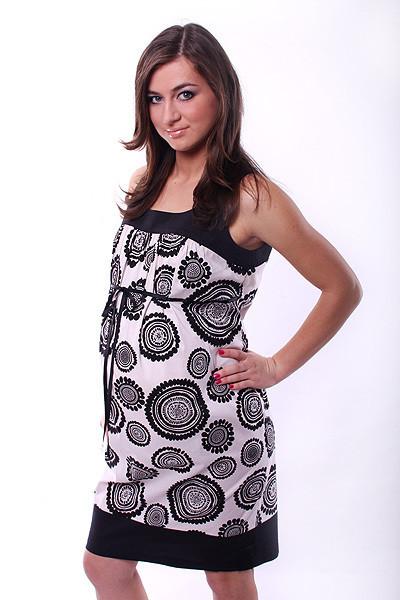Luźna, przewiewna sukienka idealnie sprawdzi się nawet w największe upały