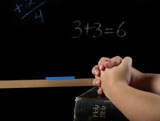 KEP: Nie ma podstaw prawnych do organizowania zajęć z religii wyłącznie na pierwszych bądź ostatnich godzinach lekcyjnych