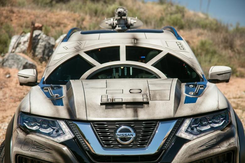 Nissan Rogue - przednią szybę przykryto panelem z aluminium