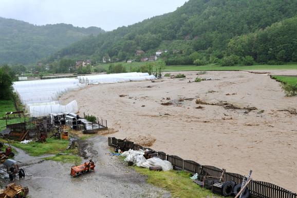 Selo Rogačica: Cement dat za obnovu ribnjaka kog je odnela nabujala reka