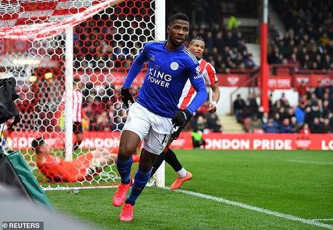 Kelechi Iheanacho tem um salário decente no Leicester City (Reuters)