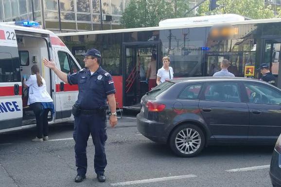 Lančani sudar četiri automobila u Kneza Miloša, POVREĐENO PET OSOBA