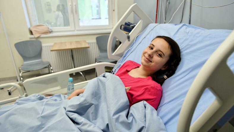 13-letnia Natalia po skomplikowanej operacji zaawansowanej skoliozy