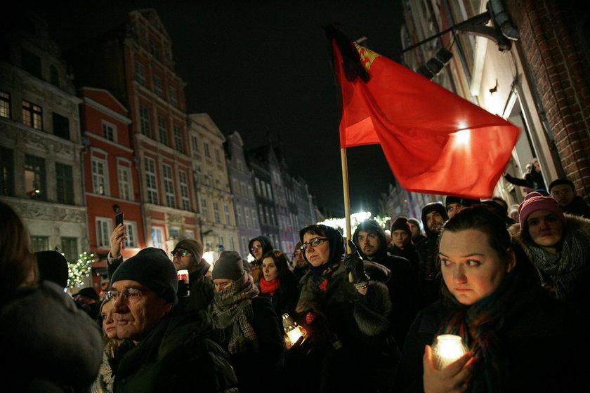Gdańszczanie żegnają prezydenta Pawła Adamowicza