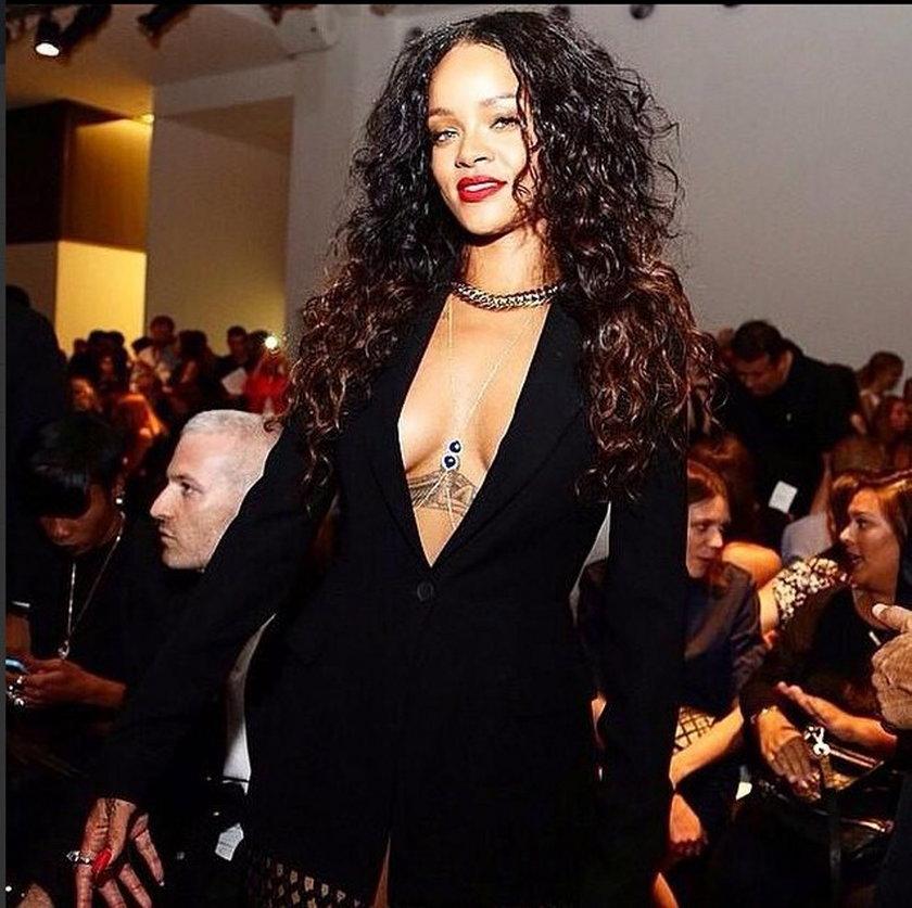 Rihanna w sukni z ogromnym dekoltem