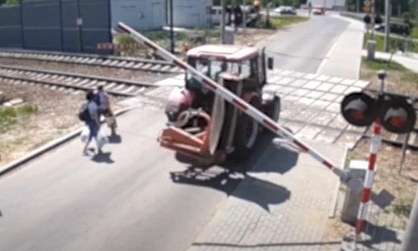 Niebezpieczne sytuacje z udziałem kierowców na tym przejeździe można mnożyć.