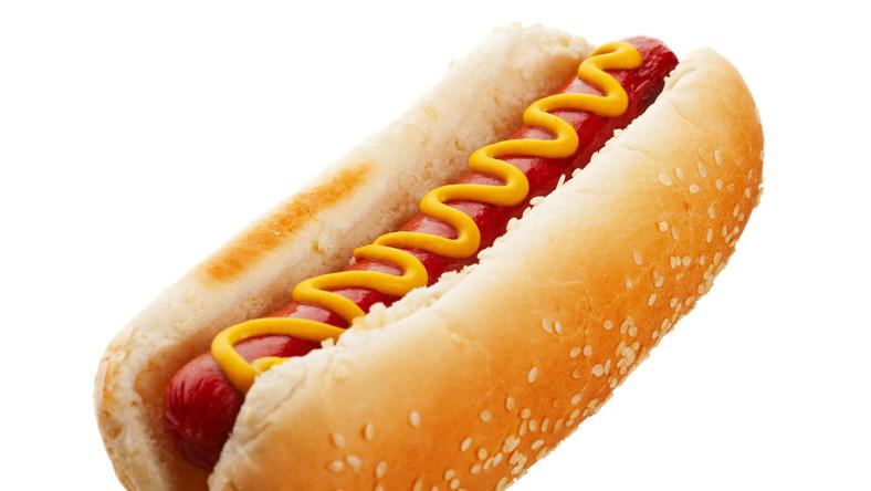 Przetworzone i długo podgrzewane mięso w hot dogu podwyższa ryzyko zachorowania na raka jelita grubego