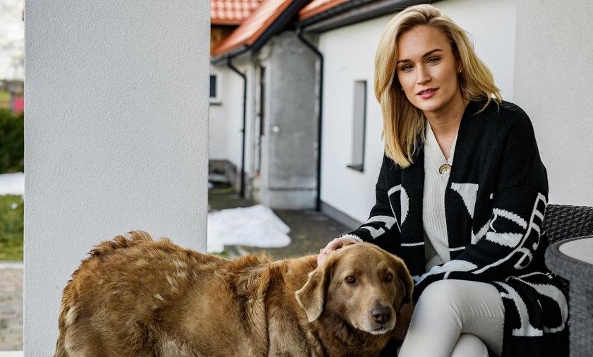 """""""Rolnik szuka żony 8"""". 28-letnia producentka pieczarek zachwyciła internautów urodą"""