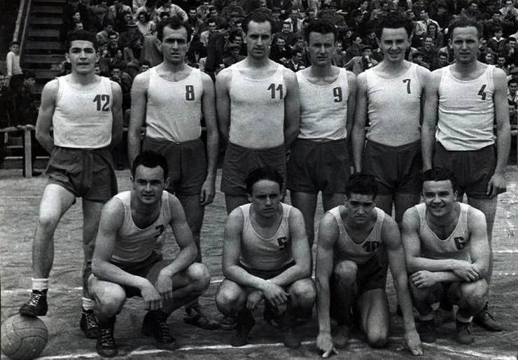 Šampionski tim iz 1948. godine, Stanković je nosio broj sedam