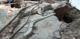 Robotnicy odkryli przedwojenną kamienicę