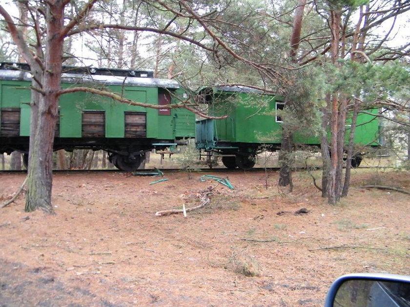 Wiekowe wagony w drodze do muzeum