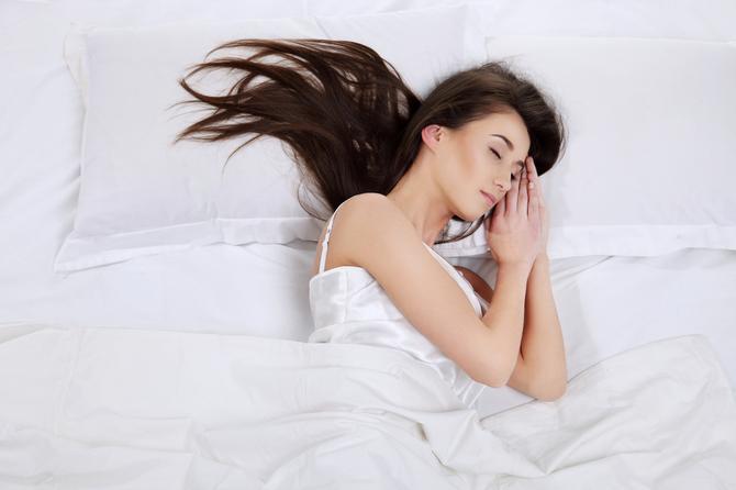 Na kom boku spavate?