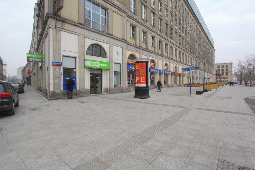 Tutaj stoi bankomat skąd złodzieje chcieli pobrać kody