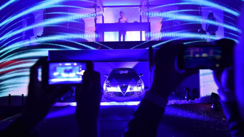 Alfa Romeo w ferworze przygotowań do produkcji nowej giulii przypomniała sobie o klasie kompakt, gdzie od sześciu lat z volkswagenem golfem, audi A3, BMW serii 1 i spółką walczy giulietta. Włosi zdecydowali się wprowadzić do gry nową odsłonę tego modelu - samochód zadebiutował równocześnie w pięciu miastach Europy...