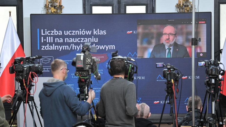 Koronawirus. Nowe obostrzenia. Kwarantanna po powrocie z Czech i Słowacji
