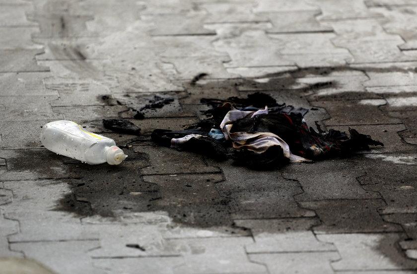 29-letni mężczyzna podpalił się przed wejściem do supermarketu w Chojnicach