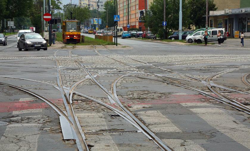 Remont skrzyżowania RydzaŚmigłego i Dąbrowskiego. Dąbrowa bez tramwaju. Do XXV LO i XXXI LO objazdem