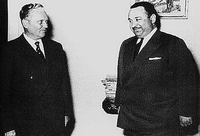 Josip Broz Tito i Josif Grigulevič (tada poznat pod imenom Teodor B. Kastro), ambasasdor Kostarike u SFRJ
