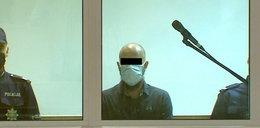 Rzeźnik z Poznania ukrył twarz za maską. Nie drgnęła mu powieka, gdy usłyszał, co go czeka