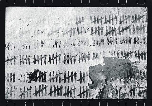 Tragovi boravka zatvorenika su na svakom koraku