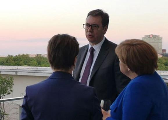 Vučić sa Merkelovom i Makronom