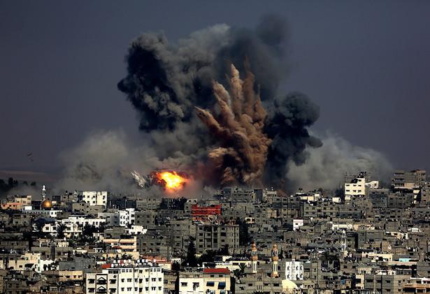 Izrael atakuje Strefę Gazy z powietrza, prowadzi też ostrzał artyleryjski EPA/MOHAMMED SABER