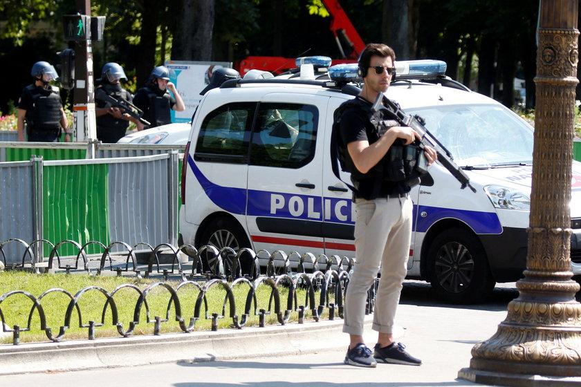 Atak na policyjny radiowóz w Paryżu