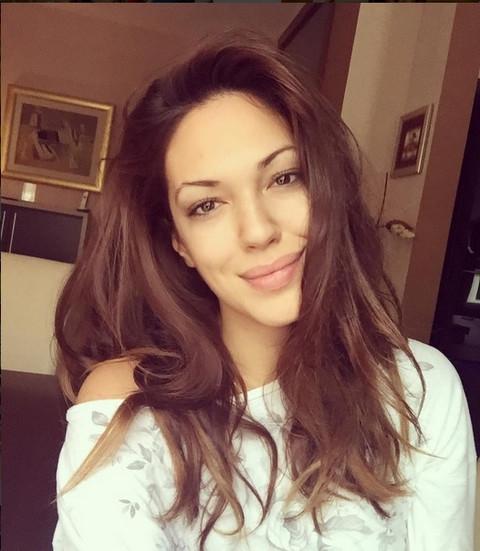 UDATA, A KO DEVOJKA ŽIVI! Nina Lečić uhvaćena sa novim dečkom u hotelu!