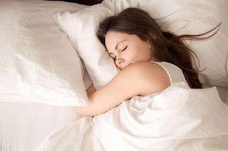 Czy długość i jakość snu ma wpływ na to ile zarabiamy?