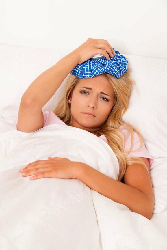 Ako imate upalu sinusa, tople obloge su dozvoljeni samo ako se sadržaj iz sinusnih šupljina normalno prazni