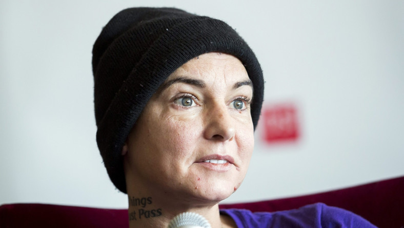 Sinéad O'Connor przepadła bez wieści dwa razy w ciągu ostatnich miesięcy. W listopadzie szukała jej irlandzka policja, bo rodzinie zostawiła pożegnalny list, a w przejmującym poście na Facebooku napisała, że przedawkowała. Udało się ją namierzyć w jednym z hoteli w Dublinie. W maju zniknęła znów –nie wracając z przejażdżki rowerowej. Po ponad 30-tu godzinach poszukiwań została odnaleziona w hotelu w Wilmette, przedmieściu Chocago, gdzie mieszka od początku tego roku.