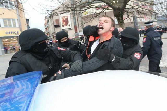 Hapšenje na protestu u Banjaluci