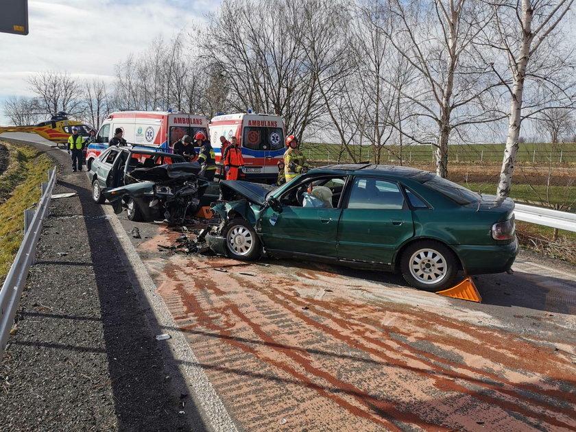 Makabryczny wypadek. 4 osoby ranne. Dwa śmigłowce w akcji