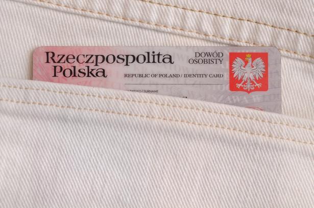 Za wyjątkiem przepisów odnoszących się do małoletnich cudzoziemców warunkiem koniecznym do uznania za obywatela polskiego jest znajomość języka polskiego